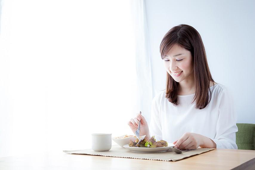 妊活で必要な栄養を気にする働く女性
